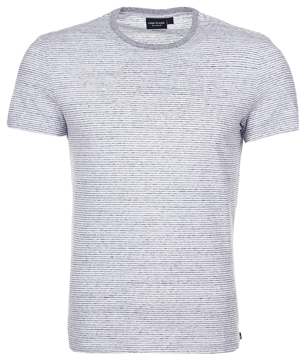 ФутболкаB17-22023_300Мужская футболка Finn Flare, изготовленная из натурального хлопка, очень мягкая, тактильно приятная и не сковывает движения. Изделие с круглым вырезом горловины и короткими рукавами оформлено принтом в полоску. Вырез горловины дополнен трикотажной резинкой.