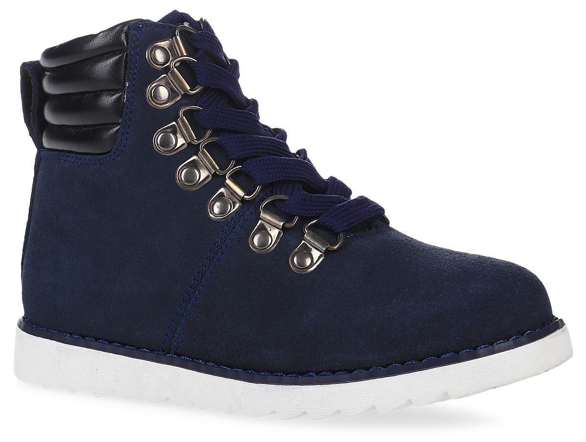 21608BKS1302Какими должны быть модные ботинки 2016/2017? Именно такими, ведь обувь в спортивном стиле - хит осенне-зимнего сезона! Детские ботинки из замши на подкладке из натуральной кожи выглядят стильно и интересно. Они идеально завершат образ из коллекции Облака или станут его главным акцентом.