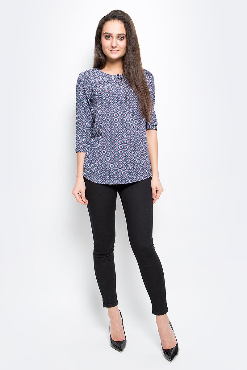 БлузкаB17-12070_205Стильная женская блуза Finn Flare выполнена из 100% вискозы. Блузка с круглым вырезом горловины и рукавами 3/4 дополнена пуговицами на груди. Оформлено изделие интересным принтом.