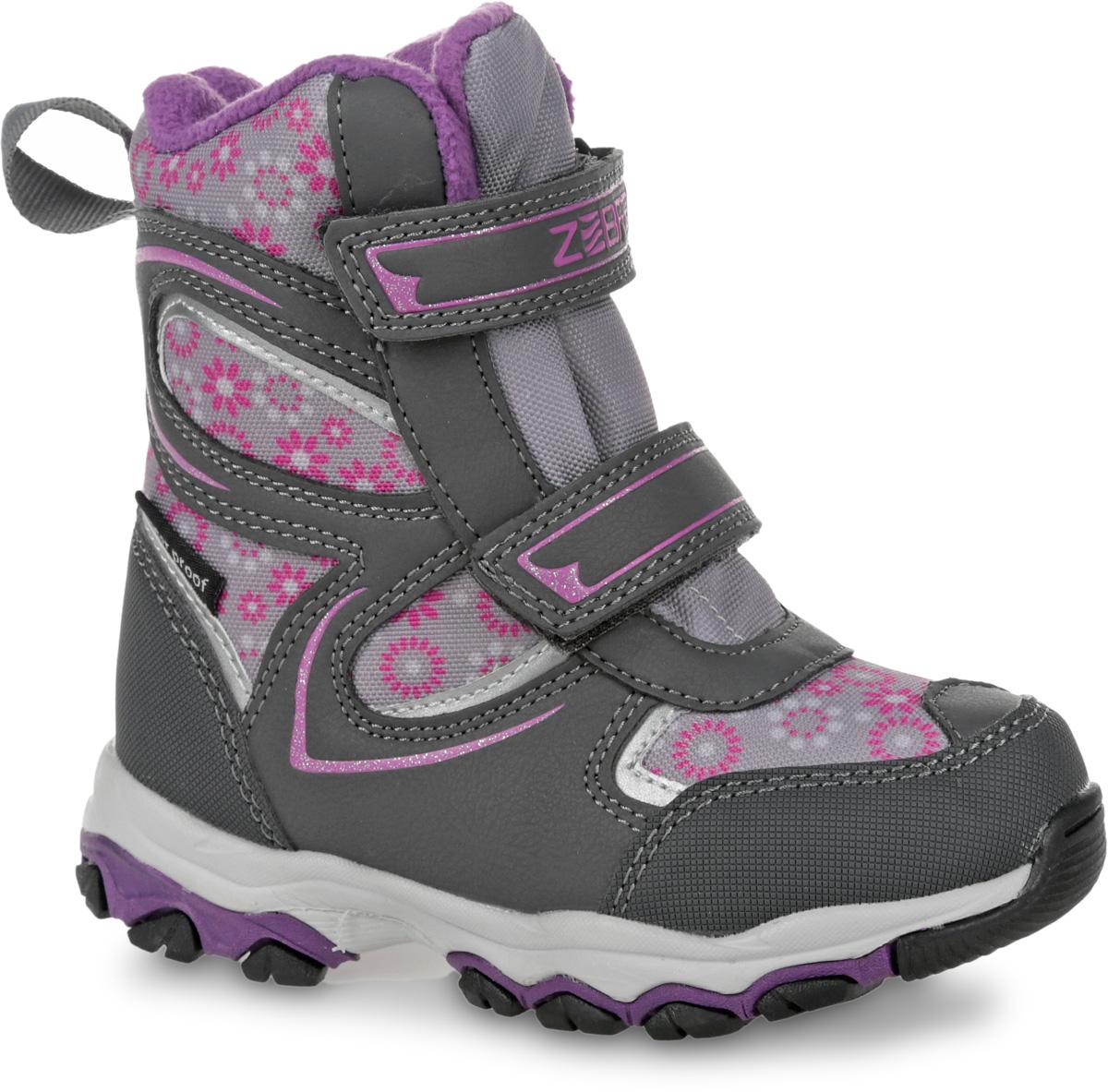 Полусапоги11015-10Полусапоги от Зебра выполнены из искусственной кожи и текстиля, оформлены цветочным принтом. Застежки-липучки надежно фиксируют изделие на ноге. Мягкая подкладка и стелька из шерсти обеспечивают тепло, циркуляцию воздуха и сохраняют комфортный микроклимат в обуви.