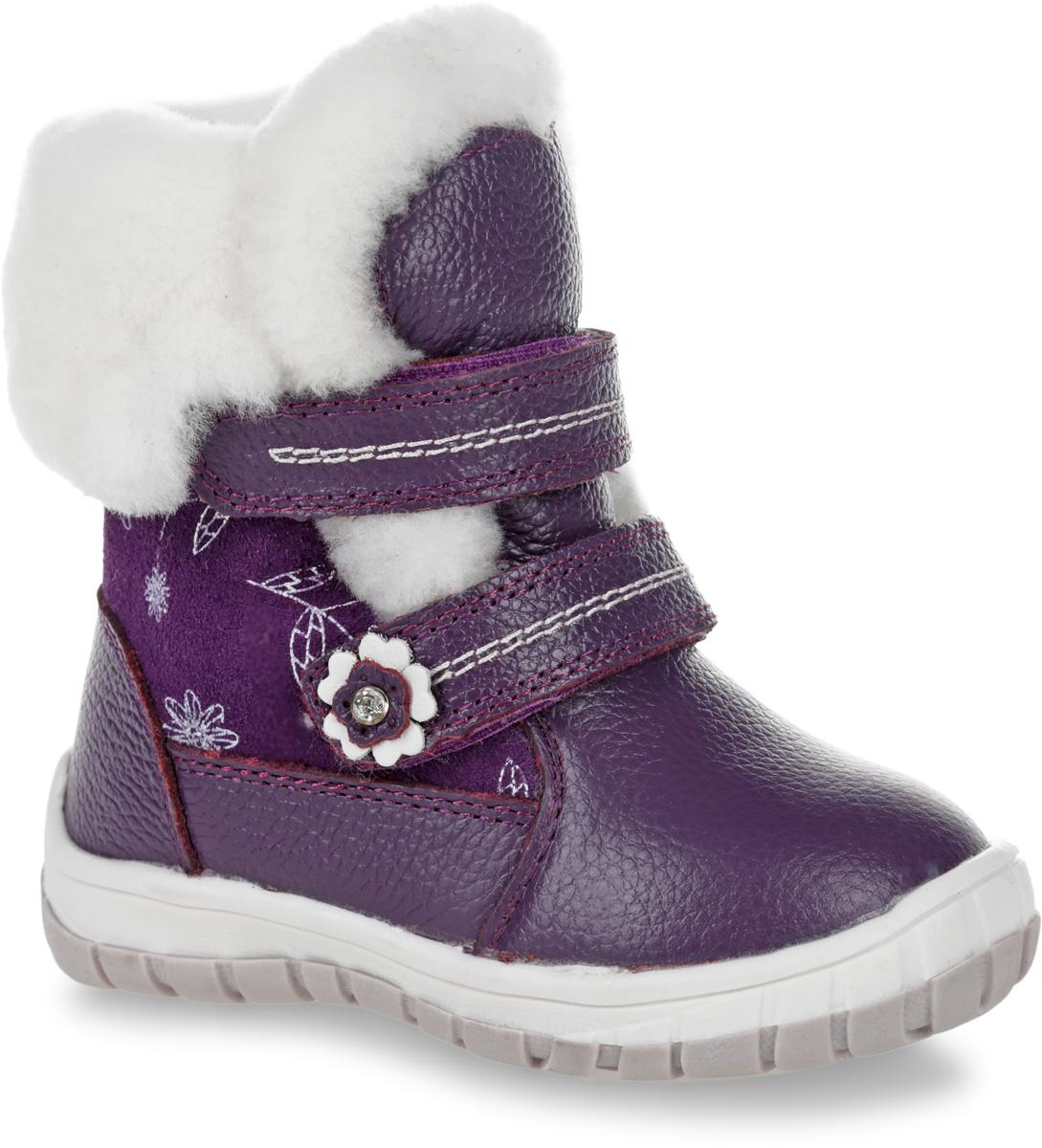 11106-20Полусапоги от Зебра выполнены из натуральной кожи в сочетании с натуральной замшей. Застежки-липучки надежно фиксируют изделие на ноге. Мягкая подкладка и стелька из натурального меха обеспечивают тепло, циркуляцию воздуха и сохраняют комфортный микроклимат в обуви.