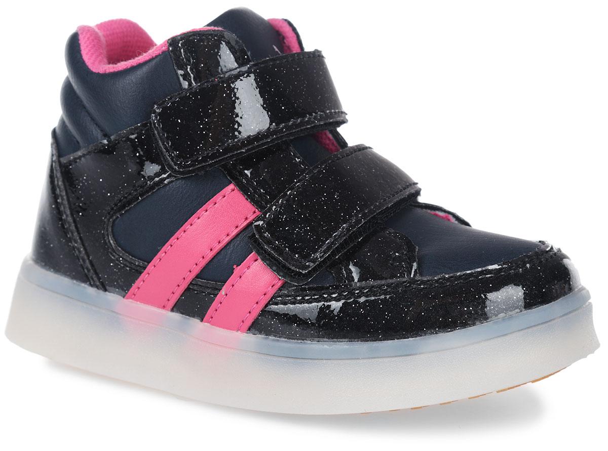 10861-10Ботинки от фирмы Зебра выполнены из искусственной кожи. Застежки-липучки обеспечивают надежную фиксацию обуви на ноге ребенка. Подкладка выполнена из текстиля, что предотвращает натирание и гарантирует уют. Стелька с поверхностью из натуральной кожи оснащена небольшим супинатором с перфорацией, который обеспечивает правильное положение ноги ребенка при ходьбе и предотвращает плоскостопие. Подошва с рифлением обеспечивает идеальное сцепление с любыми поверхностями.