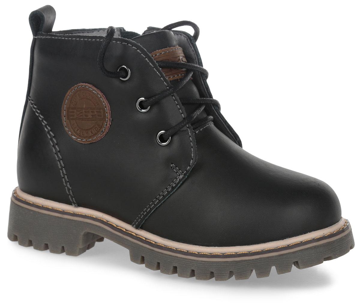10814-1Модные ботинки от Зебра выполнены из натуральной кожи. Шнуровка надежно зафиксирует модель на ноге. Боковая застежка-молния позволяет легко снимать и надевать модель. Подкладка и стелька из текстиля. Подошва дополнена рифлением.