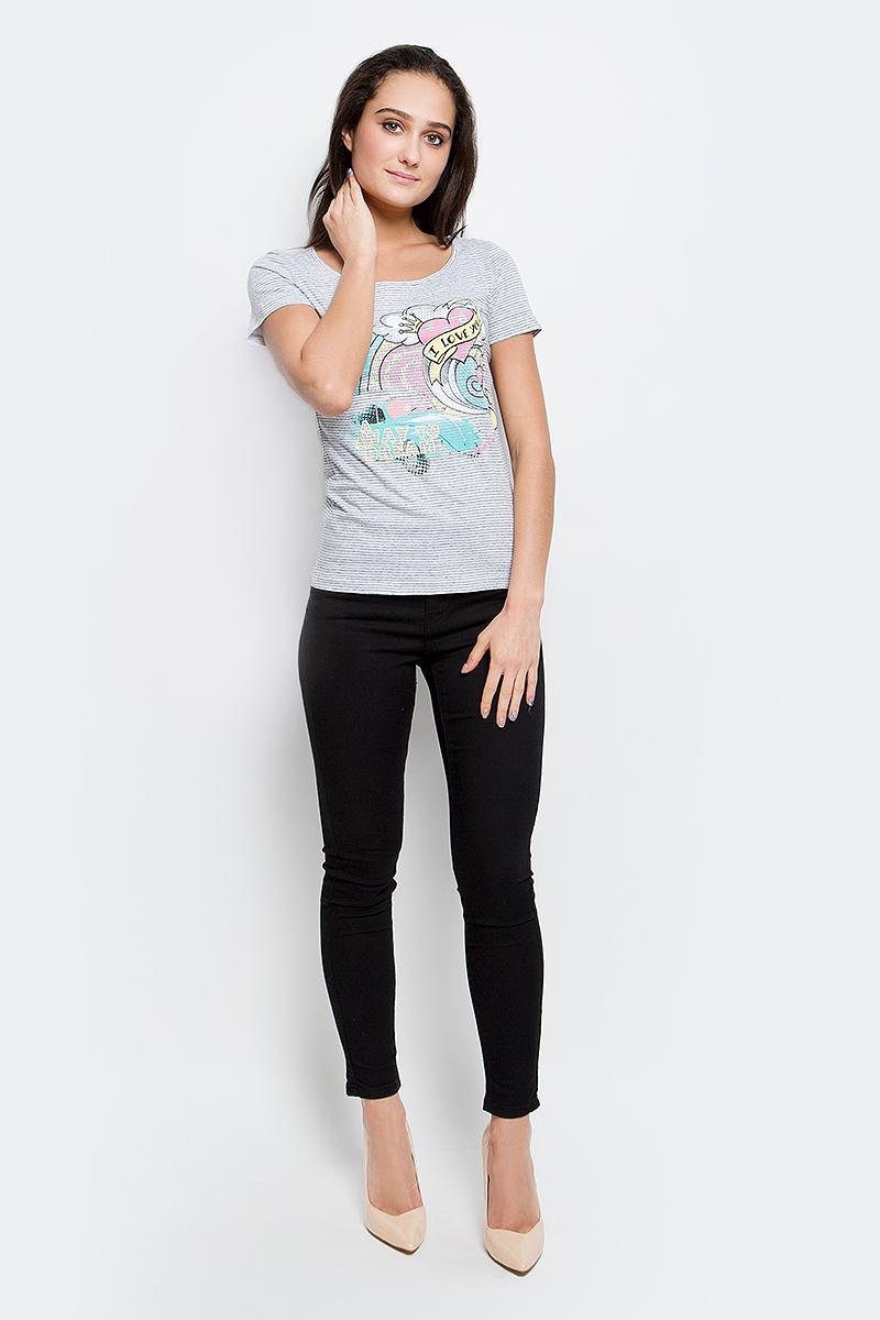 B17-12061_300Женская футболка Finn Flare выполнена из натурального хлопка. Изделие с круглым вырезом горловины и короткими рукавами оформлена ярким интересным принтом.