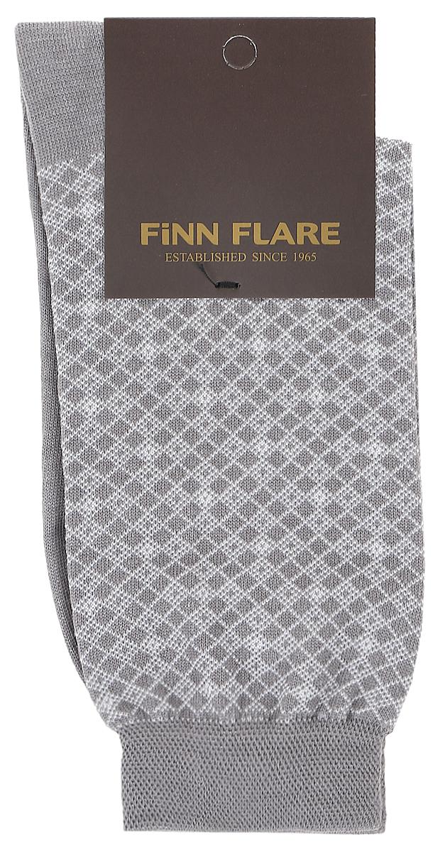 НоскиB17-21117_205Мужские носки Finn Flare изготовлены из высококачественного эластичного хлопка с добавлением полиамида. Удлиненные носки имеют эластичную резинку, которая надежно фиксирует изделие на ноге. Носки оформлены принтом в клетку.