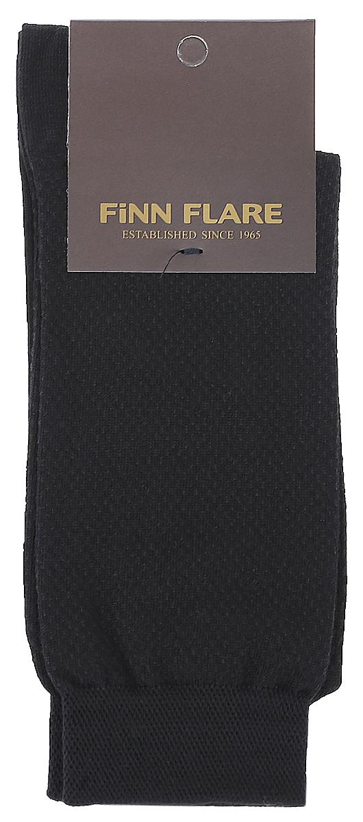 НоскиB17-21113_211Мужские носки Finn Flare изготовлены из высококачественного эластичного хлопка с добавлением полиамида. Удлиненные носки имеют эластичную резинку, которая надежно фиксирует изделие на ноге.