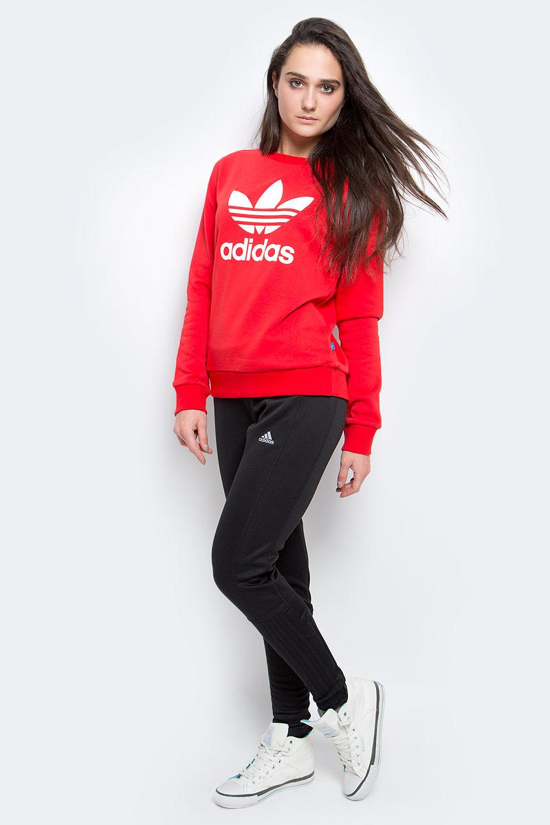 СвитшотAY8118Женский свитшот Adidas Crew Sweater с ярким Трилистником на груди. Стильная модель из мягкого махрового футера идеально подойдет для повседневной жизни.
