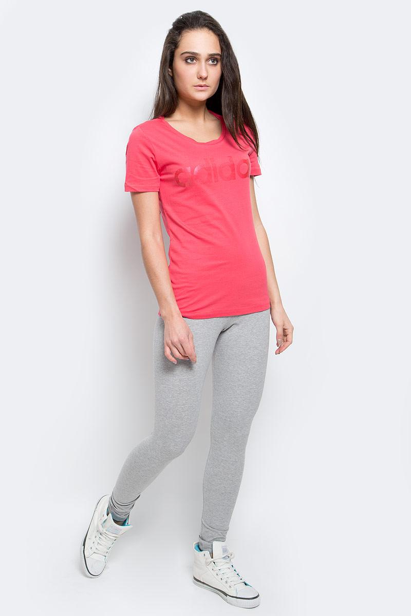 AY4995Женская футболка Adidas Linear, выполненная из натурального хлопка, идеально подойдет для активного отдыха или занятий фитнесом. Ткань мягкая и тактильно приятная, не стесняет движений и позволяет коже дышать. Футболка с круглым вырезом горловины и короткими рукавами оформлена на груди надписью с названием бренда. Футболка станет отличным дополнением к вашему гардеробу, она подарит вам комфорт в течение всего дня!