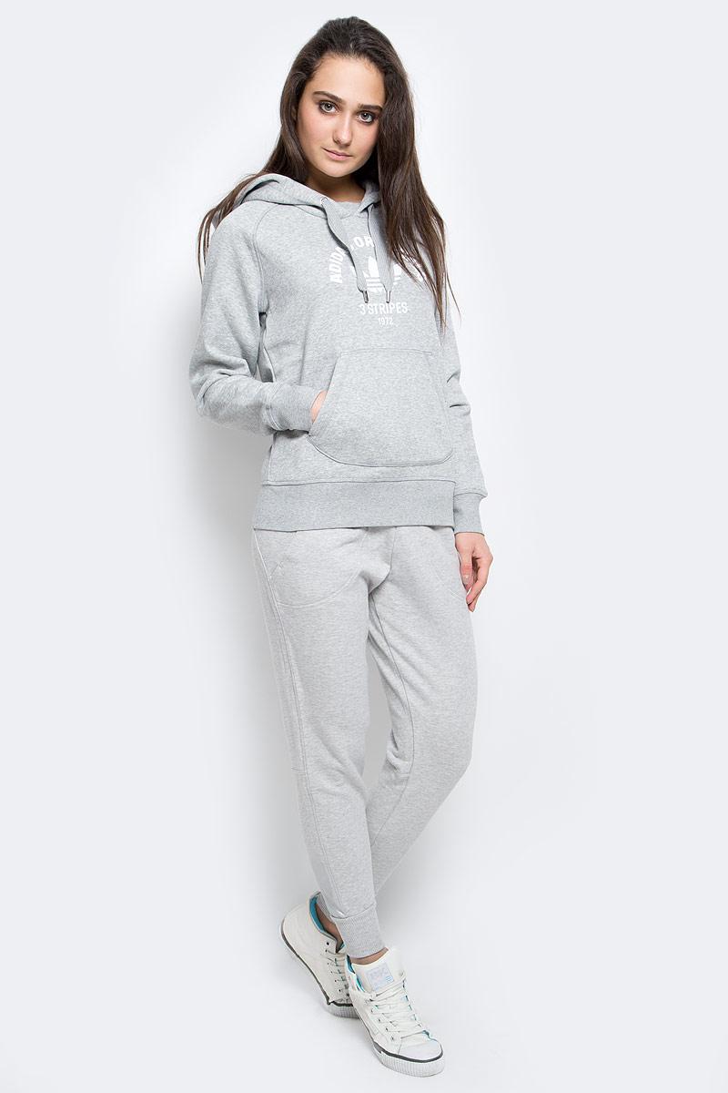 S87812Удобные женские спортивные брюки Adidas Yo великолепно подойдут для отдыха и занятий спортом. Модель зауженного кроя и средней посадки изготовлена из эластичного хлопка, благодаря чему великолепно пропускает воздух, обладает высокой гигроскопичностью. Брюки дополнены широкой эластичной резинкой на поясе. Брюки оснащены двумя втачными карманами спереди, штанины дополнены эластичными манжетами. Эти модные и в тоже время удобные брюки - настоящее воплощение комфорта. В них вы всегда будете чувствовать себя уверенно и уютно.