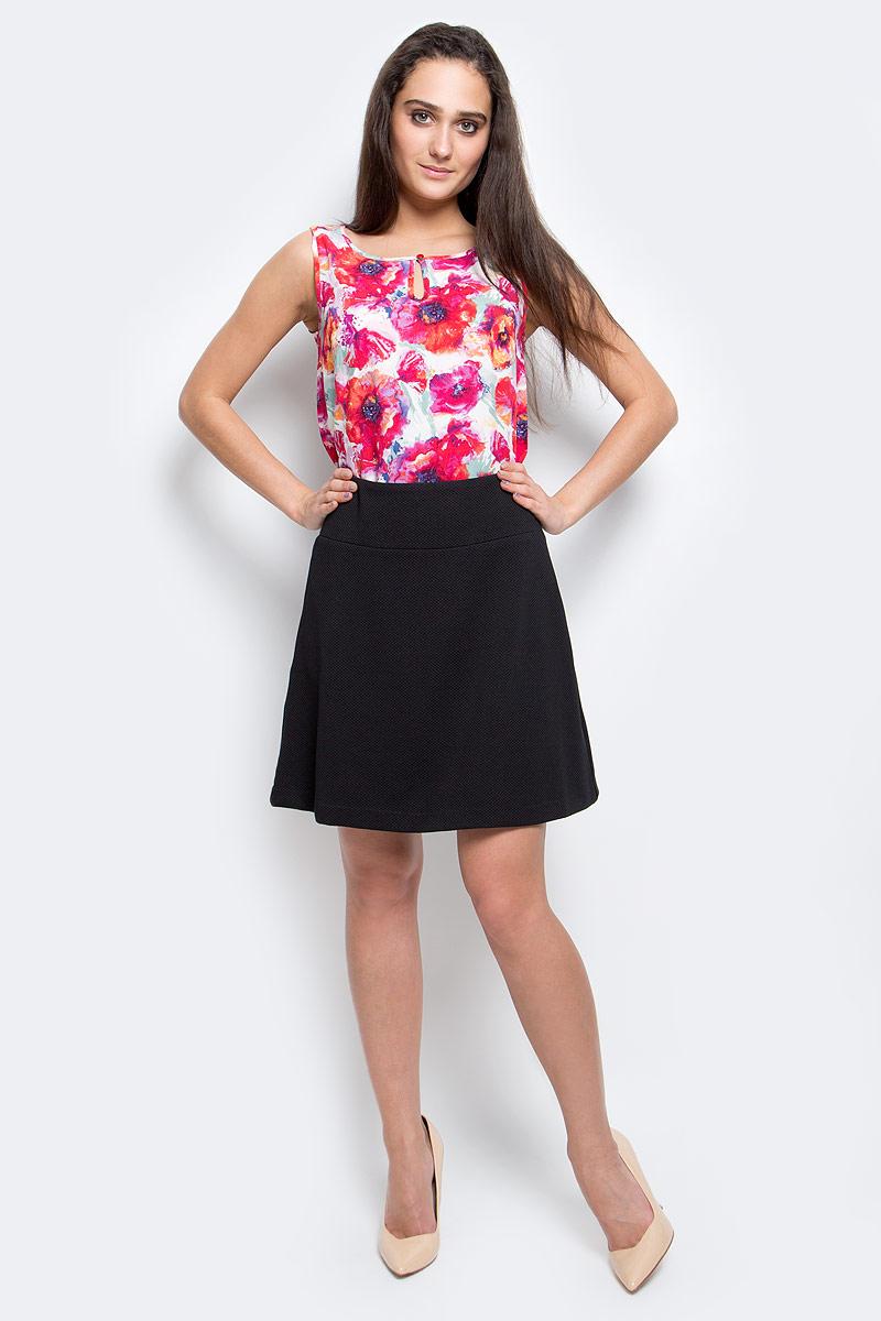 B17-11066_200Эффектная юбка Finn Flare выполнена из полиэстера с добавлением эластана. Элегантная юбка средней длины застегивается на застежку-молнию сбоку. Модель оформлена небольшой металлической пластиной с названием бренда.