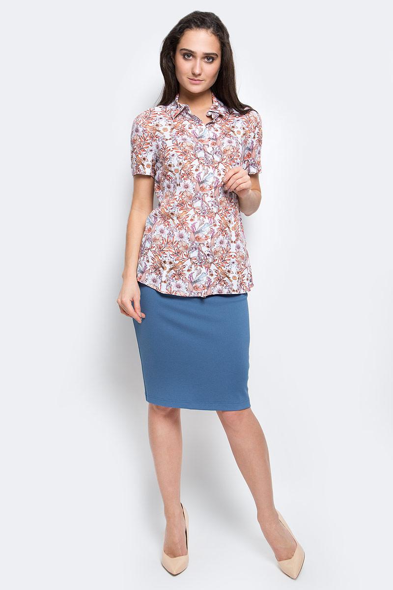B17-12024_326Стильная женская блуза Finn Flare выполнена из 100% вискозы. Блузка с кроткими рукавами и отложным воротником оформлена интересным принтом. Спереди изделие застегивается на пуговицы.
