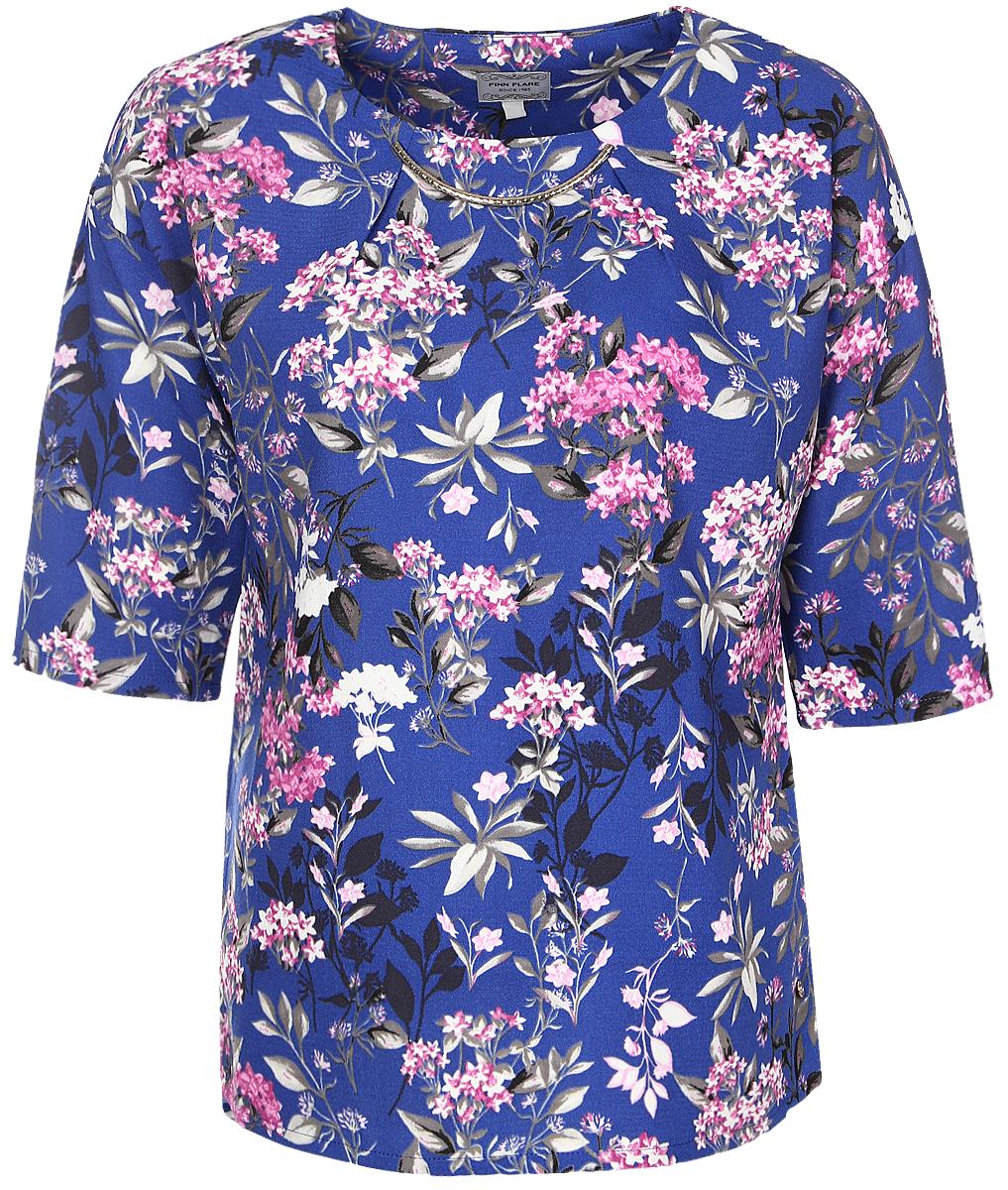 БлузкаB17-11075_103Женская блуза Finn Flare с рукавами до локтя и круглым вырезом горловины выполнена из 100% полиэстера. Блузка имеет свободный крой. Модель оформлена крупным металлическим декоративным элементом под горловиной и украшена оригинальным цветочным принтом.