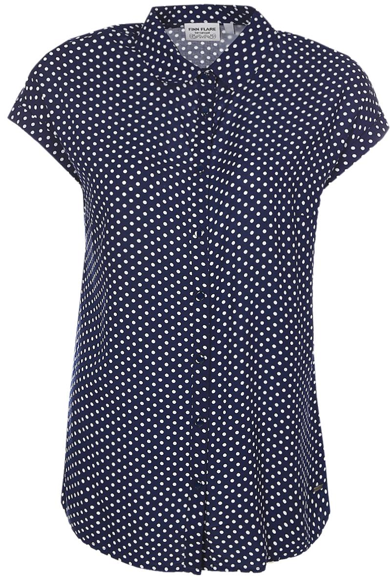 БлузкаB17-11081_139Женская блуза Finn Flare с короткими цельнокроеными рукавами и отложным воротником выполнена из натуральной вискозы. Блузка застегивается на пуговицы спереди. Модель декорирована принтом в горох.