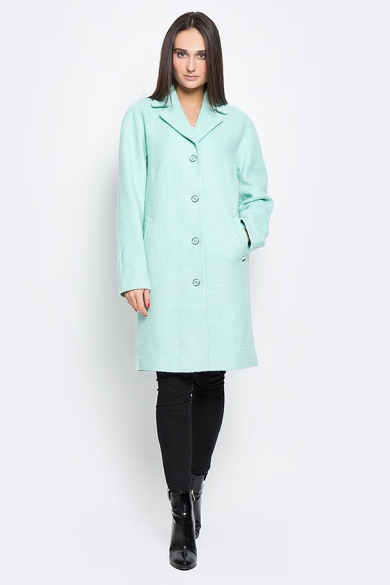B17-11016_121Стильное женское пальто Finn Flare выполнено из полиэстера и шерсти. Модель с отложным воротником застегивается с помощью пуговиц и имеет два втачных кармана. Подкладка выполнена из полиэстера.