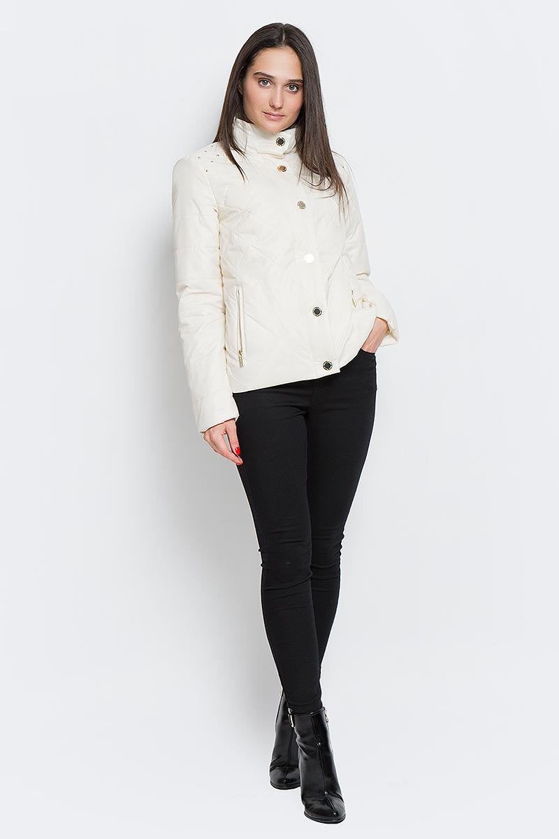 КурткаB17-32003_711Женская стеганая куртка Finn Flare выполнена из высококачественного полиэстера, не пропускающего воду. Модель с воротником-стойкой оформлена декоративными заклепками и оснащена двумя втачными карманами на молнии. Куртка утеплена тонким слоем из синтепона.