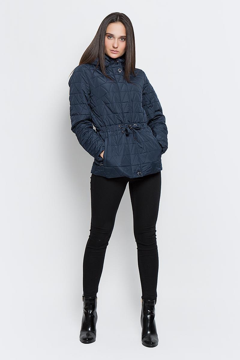 B17-32006_101Женская стеганая куртка Finn Flare выполнена из высококачественного полиэстера, не пропускающего воду. Модель со съемным капюшоном застегивается с помощью молнии и кнопок. Куртка имеет два втачных кармана на молнии и эластичную резинку на поясе, которая затягивается с помощью стопперов. Подкладка выполнена из полиэстера.