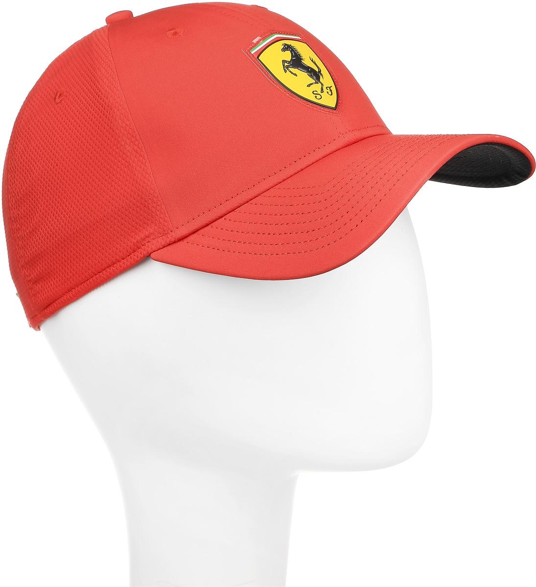 Бейсболка021046_01Бейсболка от Puma линии Ferrari имеет изогнутый козырек с контрастной отделкой из сетчатого материала. Внутренний околыш из впитывающего влагу материала придаёт модели дополнительное удобство. Особую оригинальность привносят обработанные тесьмой швы спереди и задние панели из полиэстера с ромбовидной текстурой. Сзади бейсболка имеет застежку на тканевой липучке с тканым ярлыком цветов итальянского флага и вышитый логотип Puma, а спереди модель украшена эмблемой Ferrari из термополиуретана.