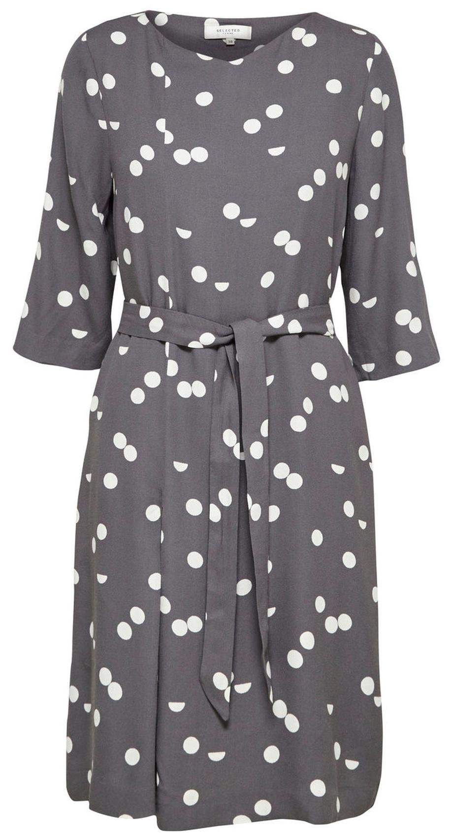 Платье16053623_Dark SapphireСтильное платье Selected Femme выполнено из 100% вискозы, подкладка из 100% полиэстера. Модель с короткими рукавами и V-образным вырезом горловины. Модель дополнена съемным поясом.