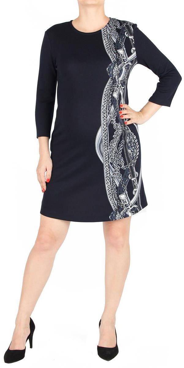 Платье5203522179Платье полуприлегающего силуэта, длиной выше колен. Рукава длиной 3/4. Вырез горловины круглый. Спереди акцент в виде асимметричного принта. На спинке вырез-капелька, застегивается на пуговицу.