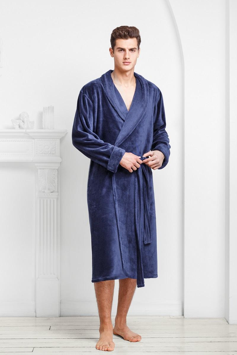 Халат9060117176Классический халат из ультрамягкой и теплой ткани. Однослойная структура и минимум деталей делают его легким и комфортным. Богатые оттенки и классический крой подчеркивают мужской силуэт и благородство модели.