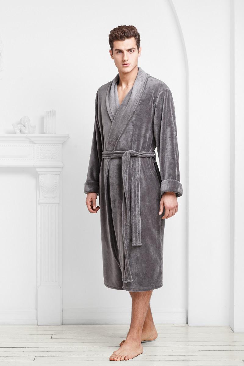 9060117177Классический халат из ультрамягкой и теплой ткани. Однослойная структура и минимум деталей делают его легким и комфортным. Богатые оттенки и классический крой подчеркивают мужской силуэт и благородство модели.