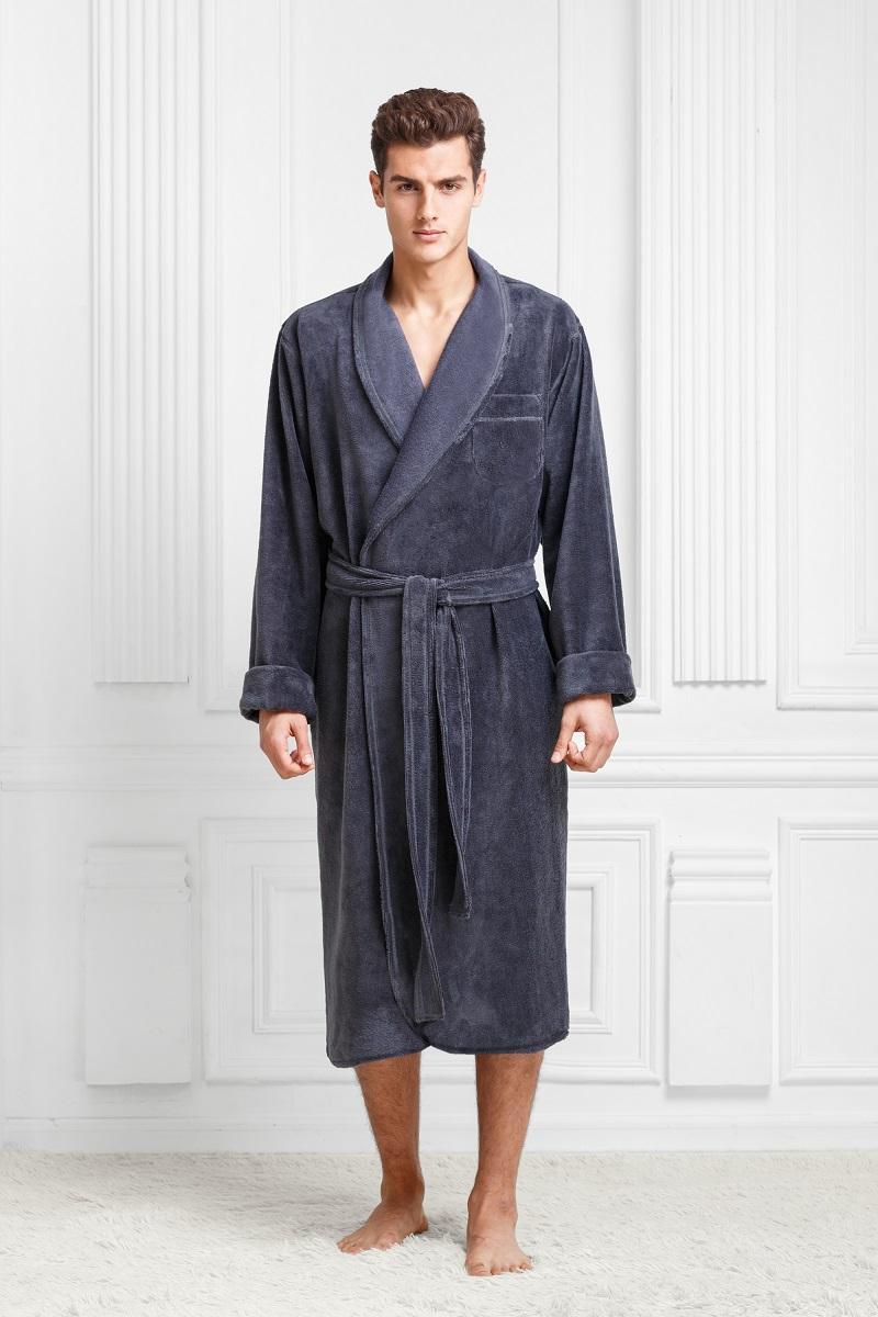 9060117184Классический халат в теплой мягкой и легкой ткани. Максимально удобный. Цвета классические, глубокие, с интересным оттенком. Модель идеально подойдет приверженцам классики и консерватизма.
