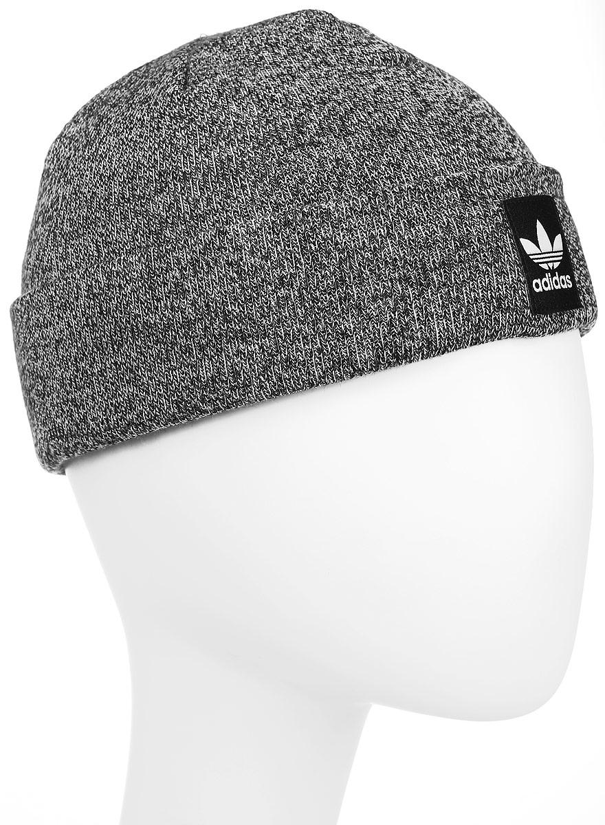 ШапкаAY9065Шапка Adidas Rib Logo Beanie - классическая шапка-бини, связанная из мягкой меланжевой пряжи. Три полоски украшают внутреннюю сторону подвернутого манжета. Атласная нашивка с Трилистником на отвороте.