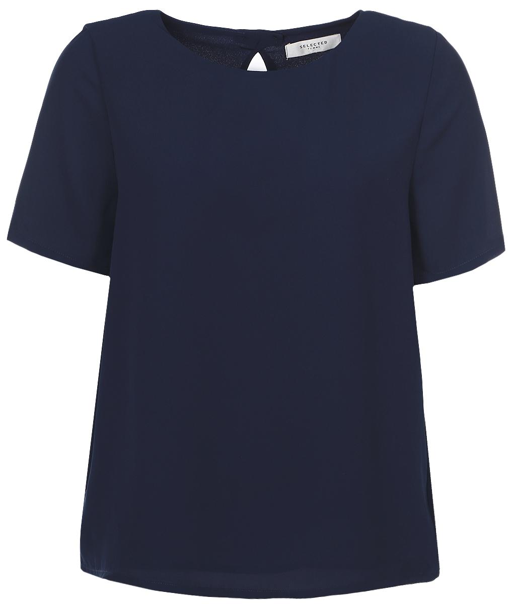 16054002_Dark SapphireЖенская блузка Selected Femme с короткими рукавами и круглым вырезом горловины выполнена из полиэстера. Блузка имеет свободный крой и застегивается на пуговицы на спинке.