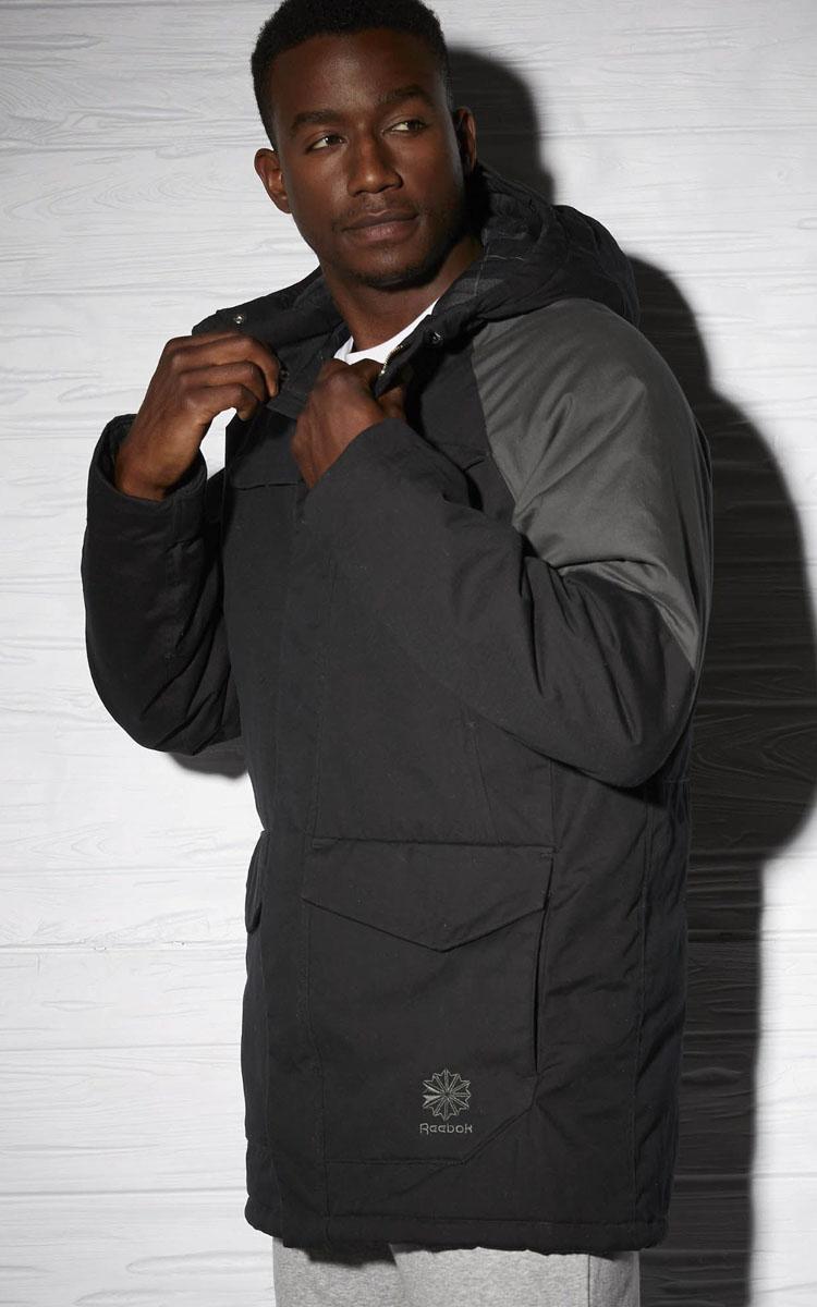 BK3111Легкая куртка со светоотражающими элементами защитит от ветра Достигайте большего в этой удобной куртке с застежкой на молнии Легкая и эффектная, она отлично сохраняет тепло Технология Speedwick отводит влагу с поверхности тела для комфортной тренировки в зале или пробежки Материал: 100% переработанный полиэстер позволяет сохранить природные ресурсы и уменьшить выбросы в атмосферу Облегающий крой отлично подходит для интенсивных тренировок и совершенно не стесняет движений Регулируемый капюшон для удобства Функциональная вставка в верхней части спины для вентиляции Защита от ветра Карманы на молнии для хранения бумажника и ключей Защита от воды и ветра