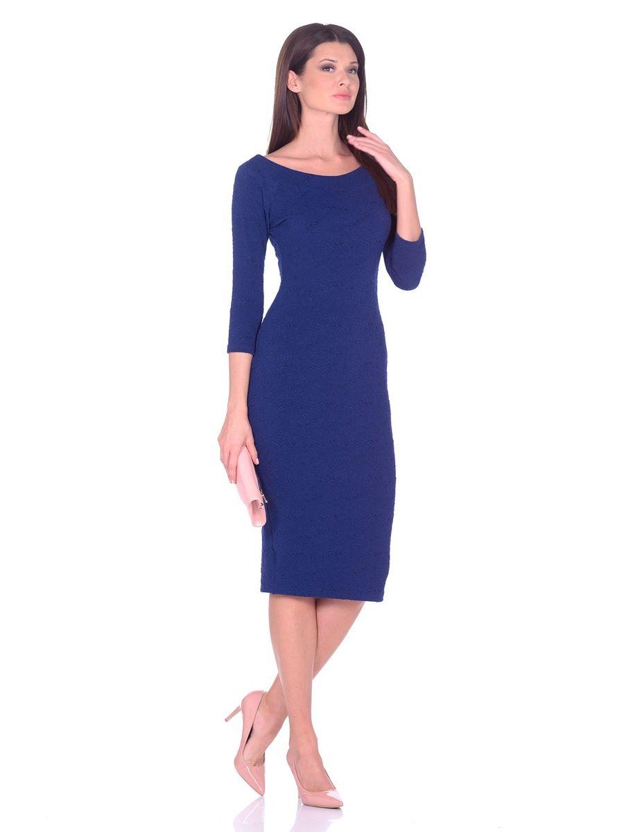 Платье14671Идеальное платье на любой случай La Via Estelar выполнено из эластичного фактурного материала. Модель облегающего фасона, длины ниже колена, с рукавом три четверти, разрезом сзади и вырезом горловины лодочка. Платье отлично подчеркивает фигуру, создавая привлекательный образ.