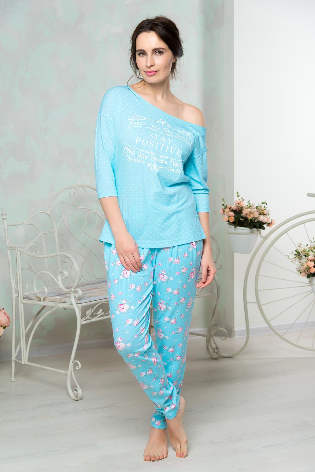 Домашний комплектAW16-MCUZ-852Комплект домашний одежды Mia Cara состоит из футболки с рукавами 3/4 и брюк. Модель выполнена из высококачественного хлопка с добавлением эластана. Футболка свободного кроя. Брюки слегка заужены к низу.