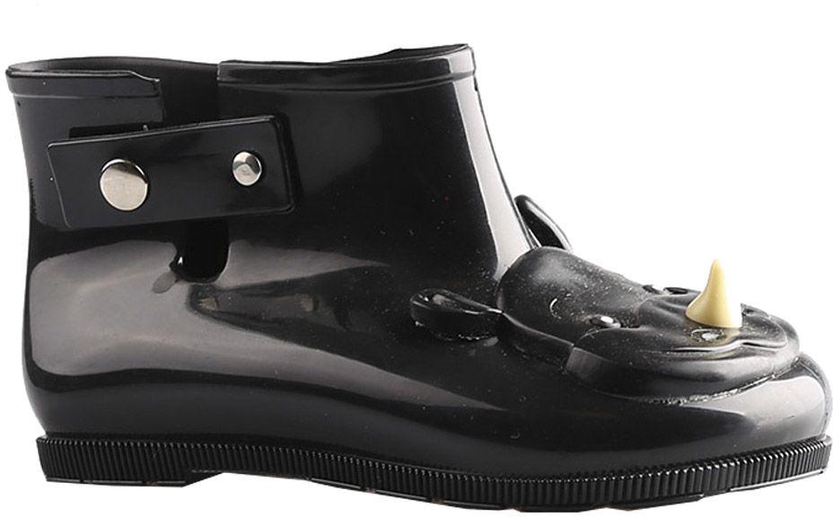 Резиновые сапоги23001-4Детские резиновые сапоги от Vitacci - идеальная обувь в дождливую погоду для вашего ребенка. Модель выполнена из силикона и оформлена на носке декоративным элементом в виде головы носорога. Подошва из резины дополнена рифлением.