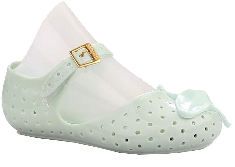 Туфли23005-28Туфли для девочки от Vitacci выполнены из силикона и дополнены перфорацией. Мыс модели оформлен декоративным элементом. Ремешок с пряжкой надежно зафиксирует модель на ноге. Подошва из резины дополнена рифлением.