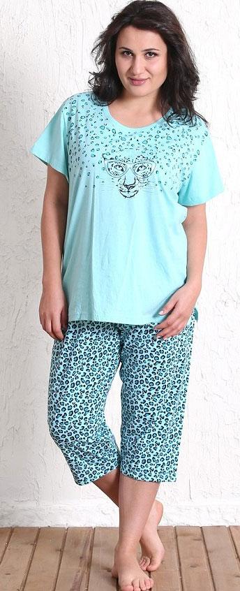 511070 5213Домашний женский костюм Vienettas Secret, состоящий из футболки и бридж, изготовлен из натурального хлопка. Футболка с круглым вырезом горловины и короткими рукавами оформлена принтом с изображением мордочки гепарда. В боковых швах футболка дополнена небольшими разрезами. Бриджи с эластичным поясом имеют утягивающий шнурок, который улучшает посадку на талии. Выполнено изделие ярким гепардовым принтом.