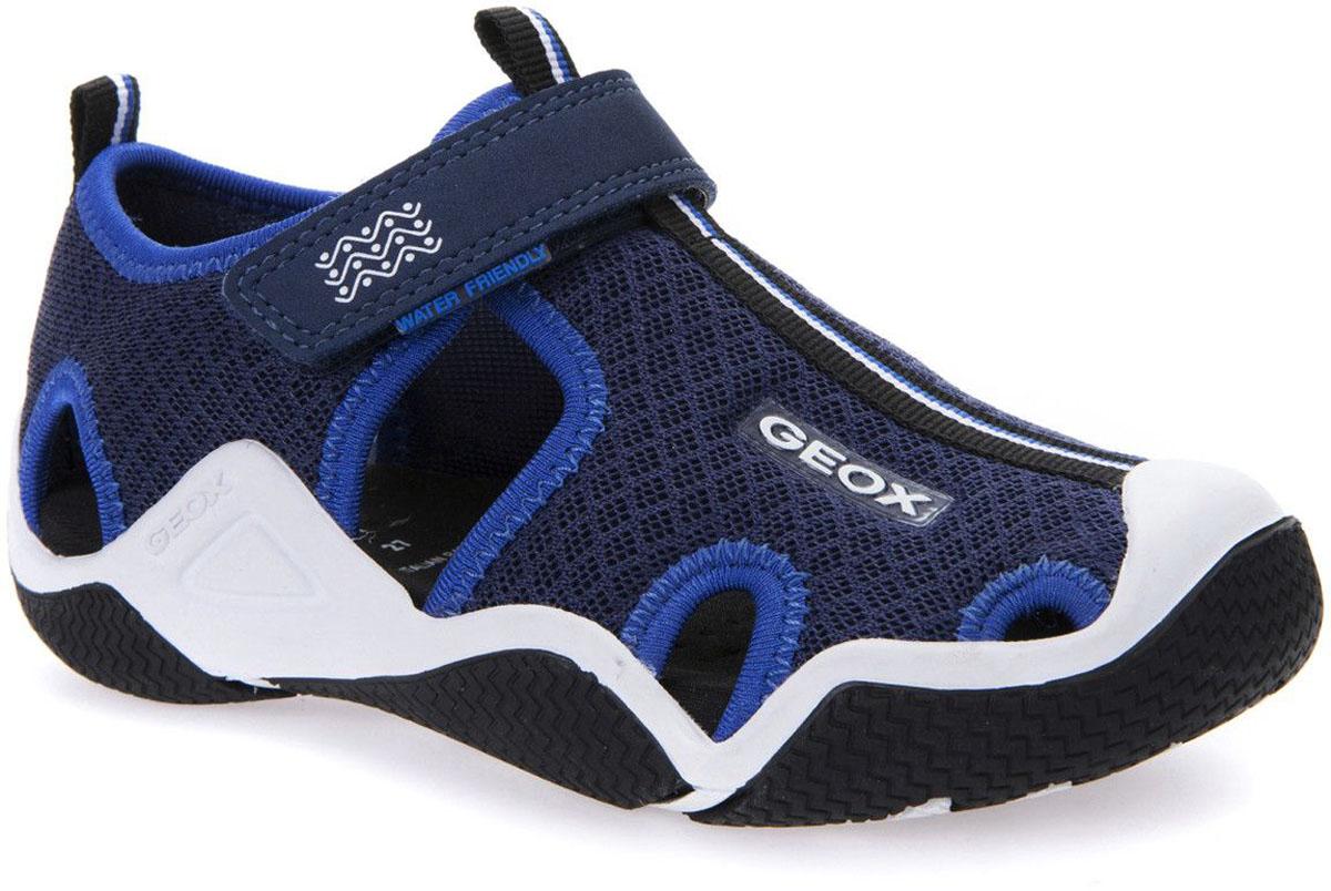 СандалииJ5230C01415C4226Комфортные и практичные сандалии Geox - отличный вариант на каждый день. Модель выполнена из нейлона. Сандалии дополнены застежками-липучками. Такие сандалии отлично дополнят образ человека, ведущего активный образ жизни.