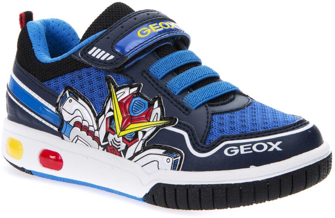 КроссовкиJ7247A01454C0693Модные кроссовки для мальчика Geox покорят своим удобством. Модель выполнена из полиэстера. Застежка-липучка обеспечивает плотное прилегание модели на ноге. Стильные кроссовки прекрасно впишутся в гардероб.