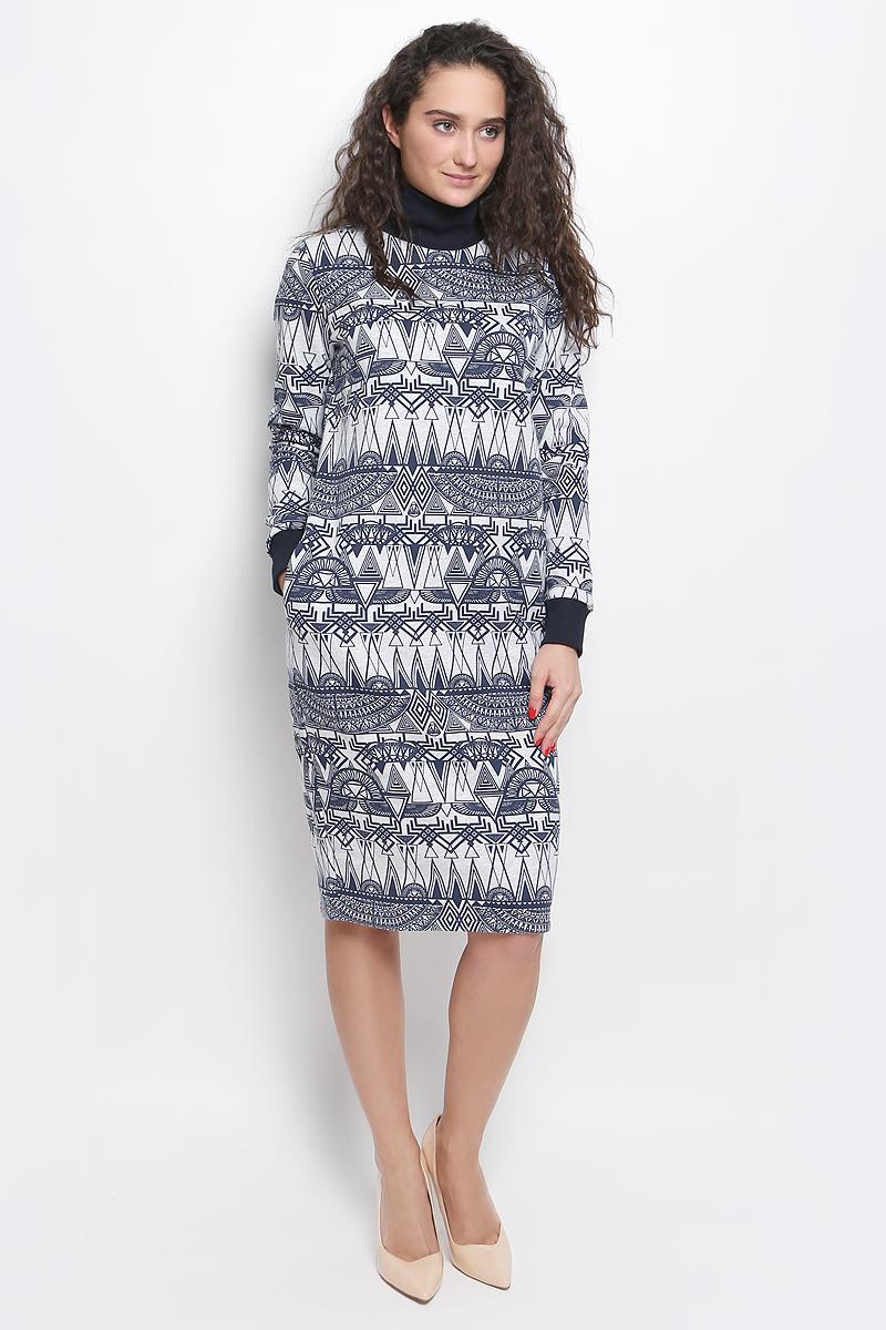 R041645Платье Rocawear выполнено из хлопка с добавлением полиэстера. Модель средней длины с длинными рукавами имеет воротник-стойку, дополнена двумя втачными карманами по бокам. Воротник и манжеты рукавов выполнены из эластичной трикотажной ткани. Изнаночная сторона изделия имеет начес. Платье оформлено оригинальным контрастным принтом.
