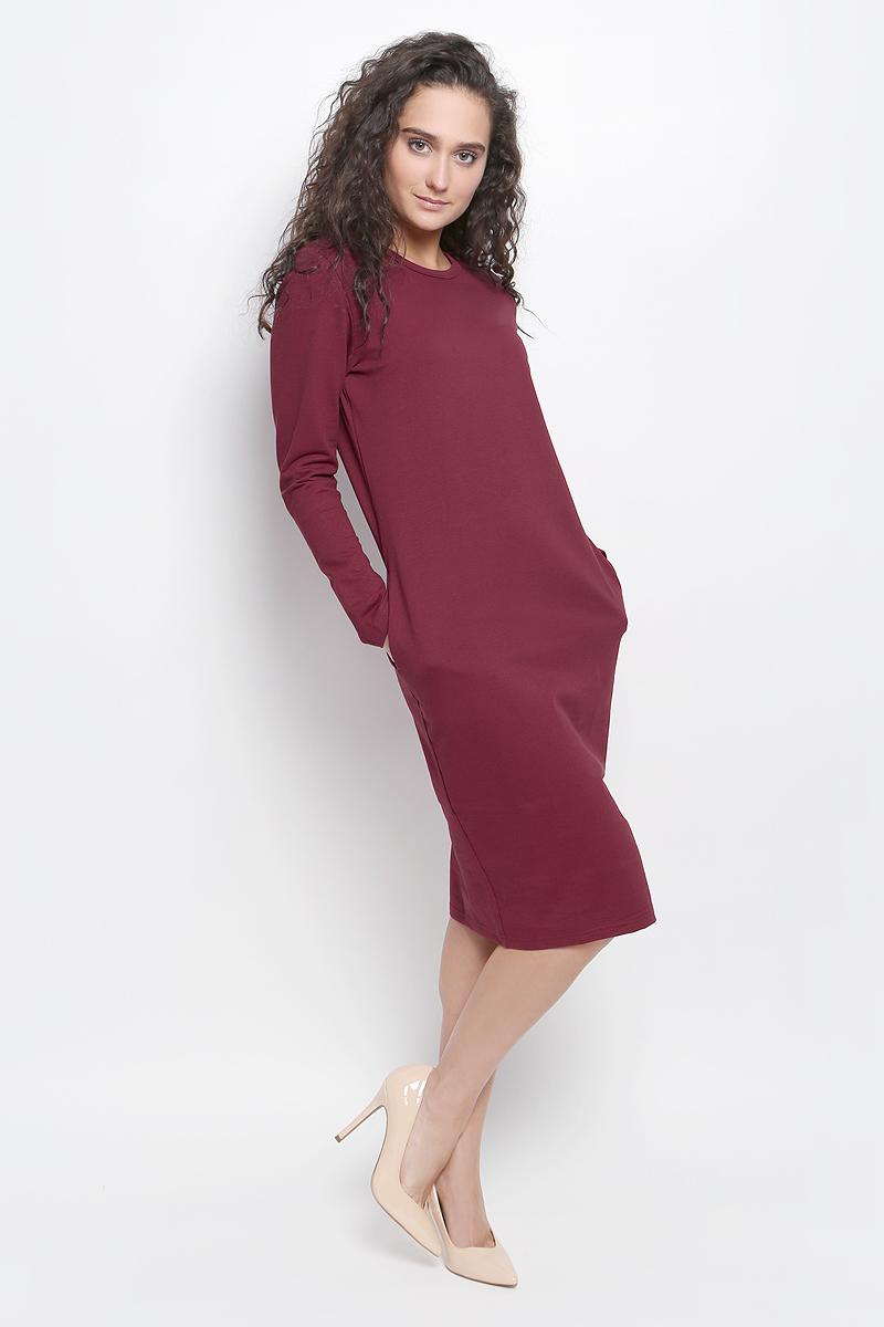 R041647Платье Rocawear выполнено из хлопка с добавлением полиэстера и лайкры. Модель средней длины с длинными рукавами имеет круглый вырез горловины, по бокам дополнена втачными карманами. Платье свободного кроя великолепно тянется и отлично сидит.