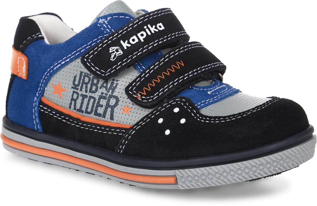 22334-1Модные полуботинки от Kapika придутся по душе вашему мальчику! Модель изготовлена из натуральной кожи и оформлена декоративной прострочкой, сбоку - надписью Urban Rider, на верхнем ремешке - тиснениями в виде названия и логотипа бренда, на подошве - полоской контрастного цвета. Ремешки с застежками-липучками, пропущенные через шлевки на подъеме, надежно зафиксируют обувь. Стелька EVA с поверхностью из натуральной кожи дополнена супинатором, который обеспечивает правильное положение ноги ребенка при ходьбе, предотвращает плоскостопие. Подошва с рифленым протектором гарантирует идеальное сцепление с любой поверхностью. Стильные полуботинки займут достойное место в гардеробе вашего ребенка.