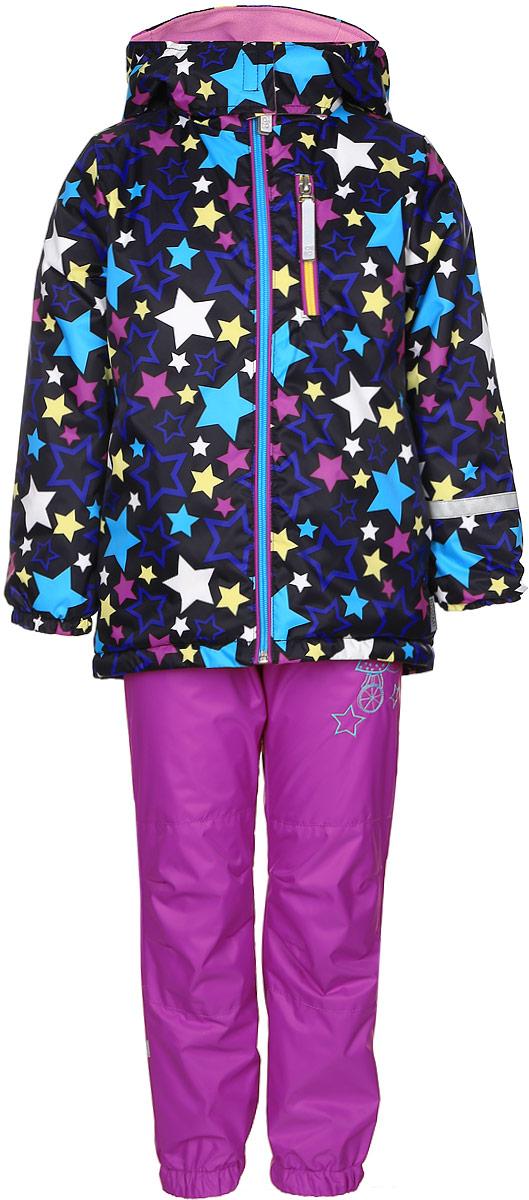 70042_BOG_вар.1Комплект для девочки Boom! включает в себя брюки и куртку. Комплект изготовлен из непромокаемой и ветрозащитной мембранной ткани, подкладка выполнена из полиэстера с добавлением вискоза. Утеплитель - материал FiberSoft. Комплект растет вместе с ребенком: распустив специальные швы на подкладке, вы сможете увеличить его на один размер. Брюки прямого кроя и стандартной посадки оснащены съемными эластичными подтяжками. Объем талии регулируется при помощи внутренней эластичной резинки с пуговицами. Брючины дополнены эластичными противоснежными манжетами с регулируемыми штрипками. Изделие дополнено двумя втачными карманами спереди. Куртка с несъемным капюшоном и воротником-стойкой имеет длинные рукава и застегивается на застежку-молнию с защитой подбородка. Капюшон дополнен липучками, позволяющими защитить шею от ветра. Манжеты рукавов оснащены эластичными резинками. Спереди расположены два втачных открытых кармана и нагрудный карман на застежке-молнии. Куртка украшена принтом...