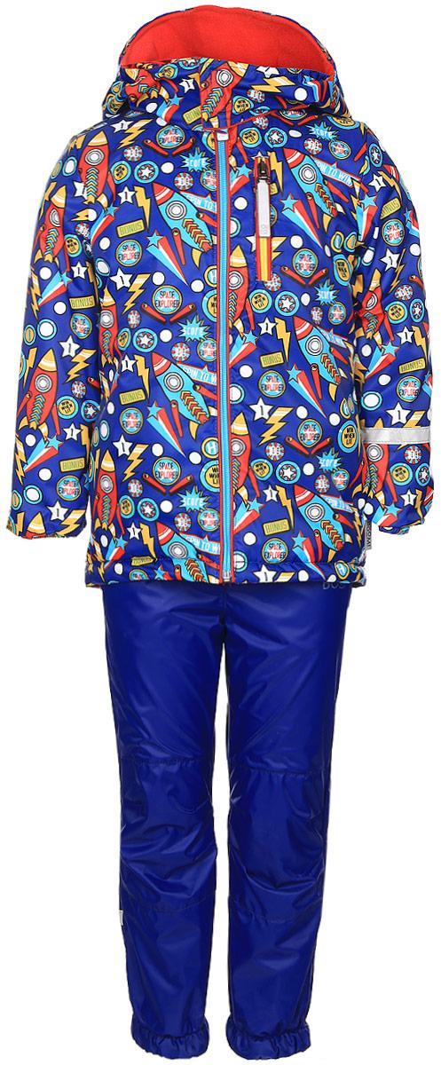 Комплект верхней одежды70045_BOB_вар.1Комплект одежды Boom! состоит из куртки и брюк. Куртка изготовлена из 100% полиэстера и оформлена оригинальным принтом. Подкладка выполнена из 100% полиэстера. В качестве утеплителя используется синтепон - 100% полиэстер. Куртка с капюшоном застегивается на застежку-молнию, которая расположена по всей длине куртки. Капюшон застегивается при помощи застежки липучки. Спереди модель дополнена двумя втачными карманами и одним прорезным карманом на застежке-молнии. Брюки изготовлены из 100% полиэстера. Брюки прямого кроя на талии имеют широкий эластичный пояс. По бокам предусмотрены два втачных кармана. Изделие дополнено эластичными наплечными лямками, регулируемыми по длине. Снизу брючин предусмотрены муфты с прорезиненными полосками, не дающие брючинам задираться вверх. Дополнен комплект светоотражающими элементами.