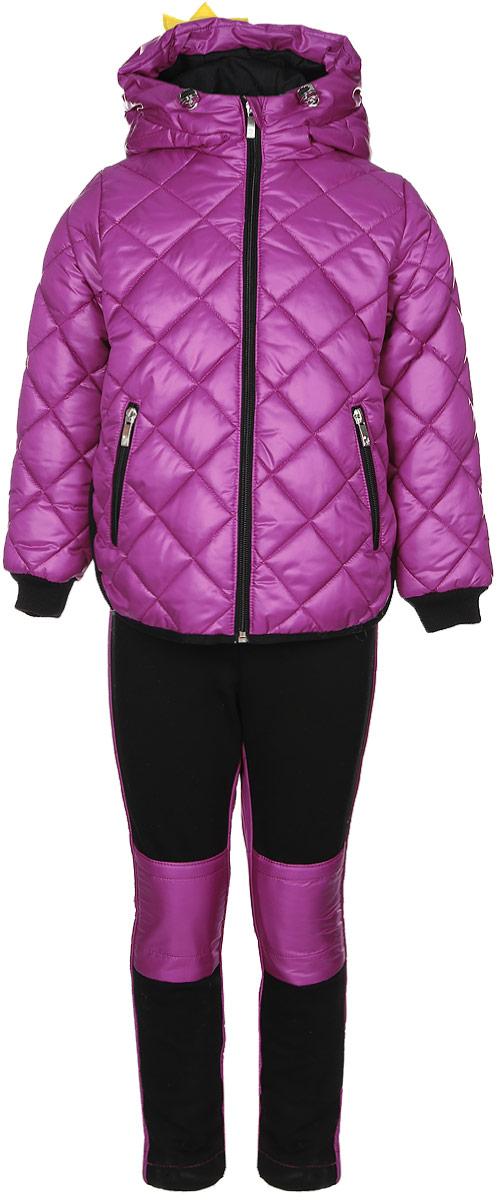 Комплект верхней одежды70003_BOG_вар.1Комплект для девочки Boom! включает в себя куртку и брюки. Куртка с длинными рукавами и несъемным капюшоном выполнена из прочного полиэстера и имеет подкладку из полиэстера с добавлением вискозы. Капюшон регулируется при помощи эластичного шнурка со стопперами и дополнен нашивкой в виде короны. Модель застегивается на застежку-молнию спереди. Изделие имеет два прорезных кармана спереди на застежке-молнии. Понизу куртка регулируется при помощи эластичного шнурка со стопперами. Сзади модель украшена принтовыми надписями. Теплые брюки выполнены из полиэстера. На талии изделие дополнено широкой эластичной резинкой. Комплект дополнен светоотражающими элементами.