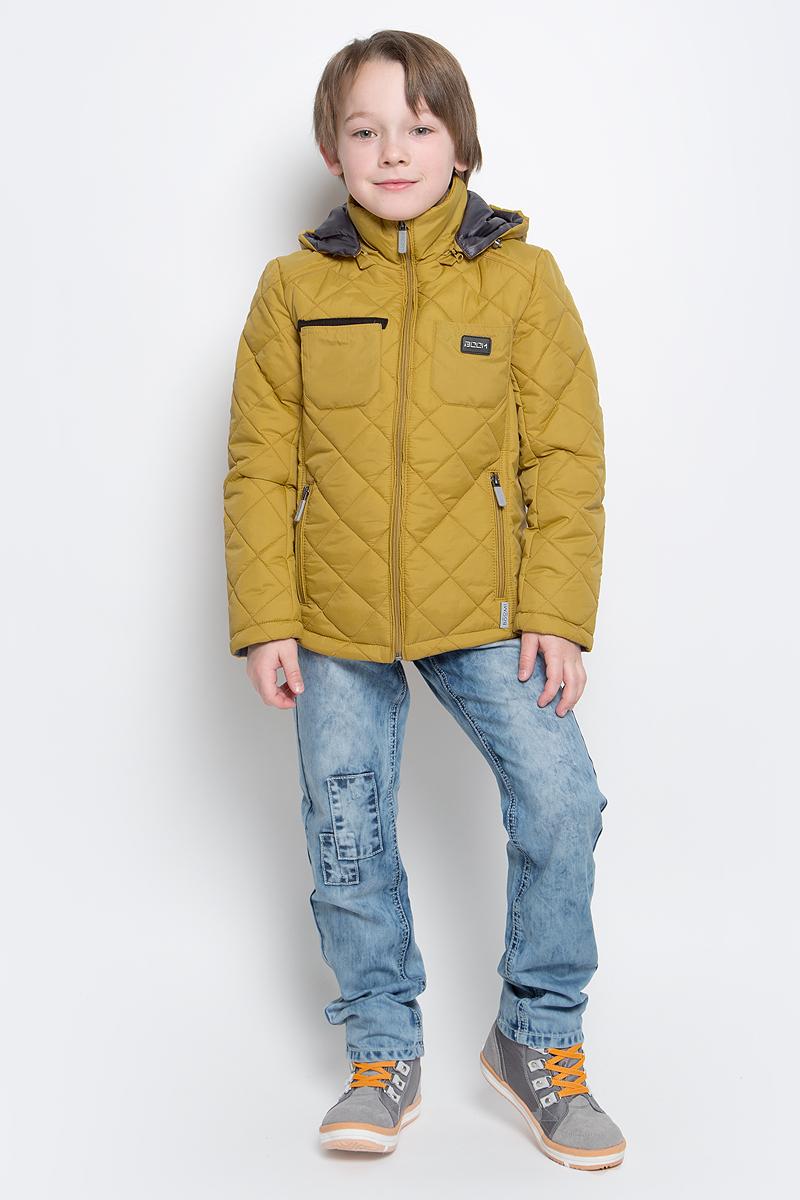 Куртка70014_BOB_вар.1Стильная куртка для мальчика Boom! изготовлена из 100% полиэстера. В качестве утеплителя используется синтепон - 100% полиэстер. Куртка с съемным капюшоном застегивается на пластиковую застежку-молнию с защитой подбородка. Капюшон регулируется при помощи эластичного шнурка со стопперами. По бокам предусмотрены два прорезных кармана на застежках- молниях и два накладных кармана на груди.