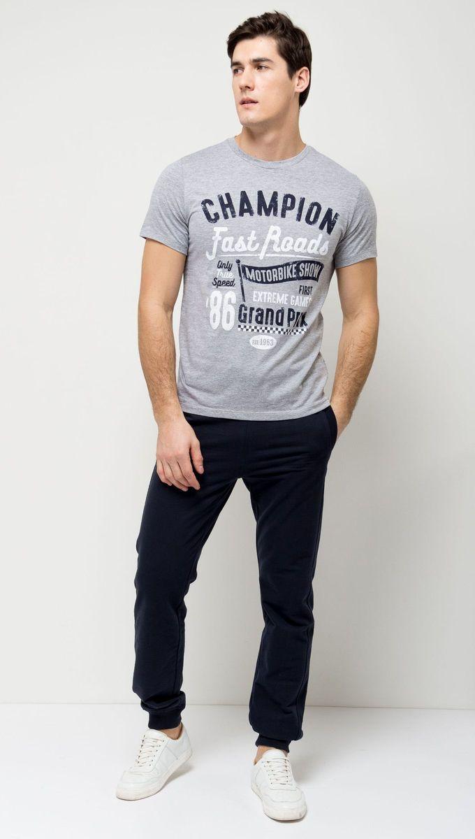 ФутболкаTs-2411/006-7111Стильная мужская футболка полуприлегающего силуэта Sela изготовлена из натурального хлопка и оформлена оригинальным принтом с надписями. Воротник дополнен мягкой трикотажной резинкой. Яркий цвет модели позволяет создавать модные образы.