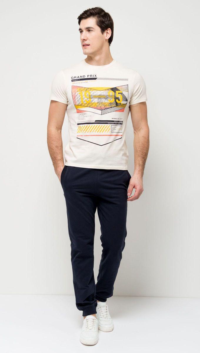 ФутболкаTs-2411/003-7111Стильная мужская футболка полуприлегающего силуэта Sela изготовлена из натурального хлопка и оформлена оригинальным принтом с надписями. Воротник дополнен мягкой трикотажной резинкой. Яркий цвет модели позволяет создавать модные образы.