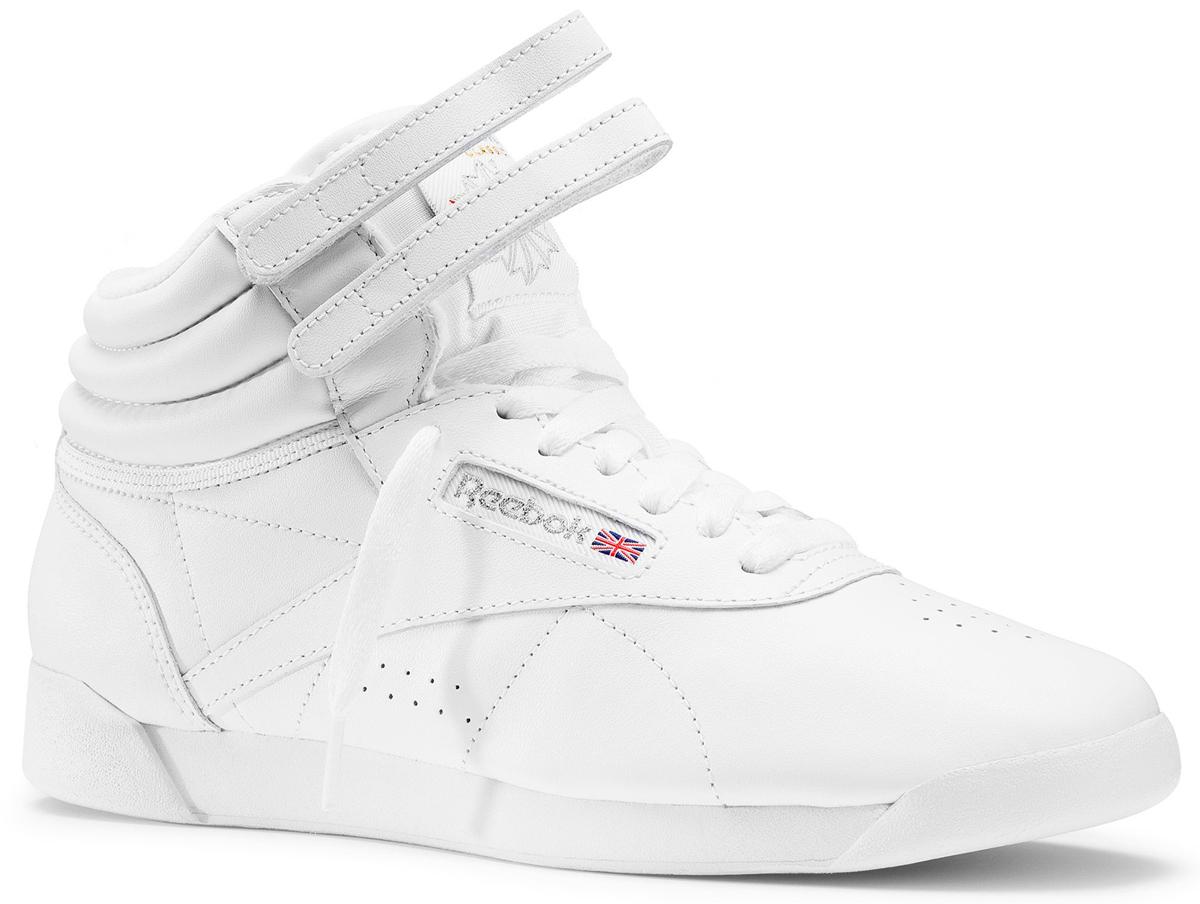 Кроссовки2431Стильные, модные и невероятно популярные женские кроссовки от Reebok Freestyle покорят вас с первого взгляда. Модель выполнена из искусственной кожи, оформленной на мысе и по бокам легкой перфорацией, и дополнена по канту вставкой из натуральной кожи с горизонтальной просрочкой для большего удобства. Верх кроссовок оформлен шнуровкой и двумя ремешками на застежке-липучке, которые гарантируют надежную фиксацию изделия на стопе. Подкладка и стелька, исполненные из текстиля, способствуют поддержанию оптимального микроклимата, сохраняя ощущение комфорта и сухости. Сбоку обувь декорирована текстильной вставкой, а язычок - нашивкой с логотипом бренда. Промежуточная подошва из ЭВА и мягкий материал внутри обеспечивают надежную амортизацию. Подошва с рельефным протектором обеспечивает сцепление с любой поверхностью. Оригинальные кроссовки придутся вам по душе.