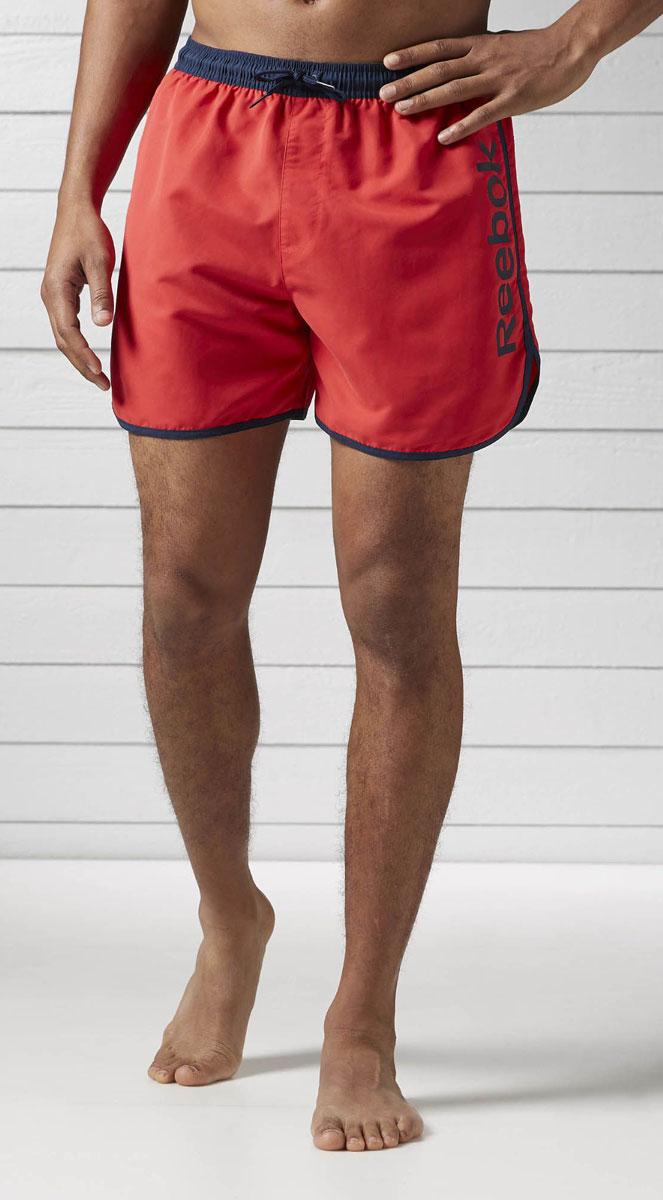 ШортыBK4737Спортивные шорты Reebok Retro Контрастные вставки и укороченный крой Настоящее воплощение ретро-стиля Внутренний карман и пояс на шнурке делают эти шорты особенно функциональными Изготовлены из прочного полиэстера; длина по внутреннему шву 36 см Классический крой - шорты не слишком тесные и не слишком свободные Отлично подходят для тренировок и повседневной носки Пояс на шнурке для надежной поддержки, внутренний сетчатый карман для хранения необходимых мелочей Мягкий трафаретный принт ручной работы, расположенный сбоку, сделает ваш образ еще более спортивным Контрастные вставки добавляют стиля