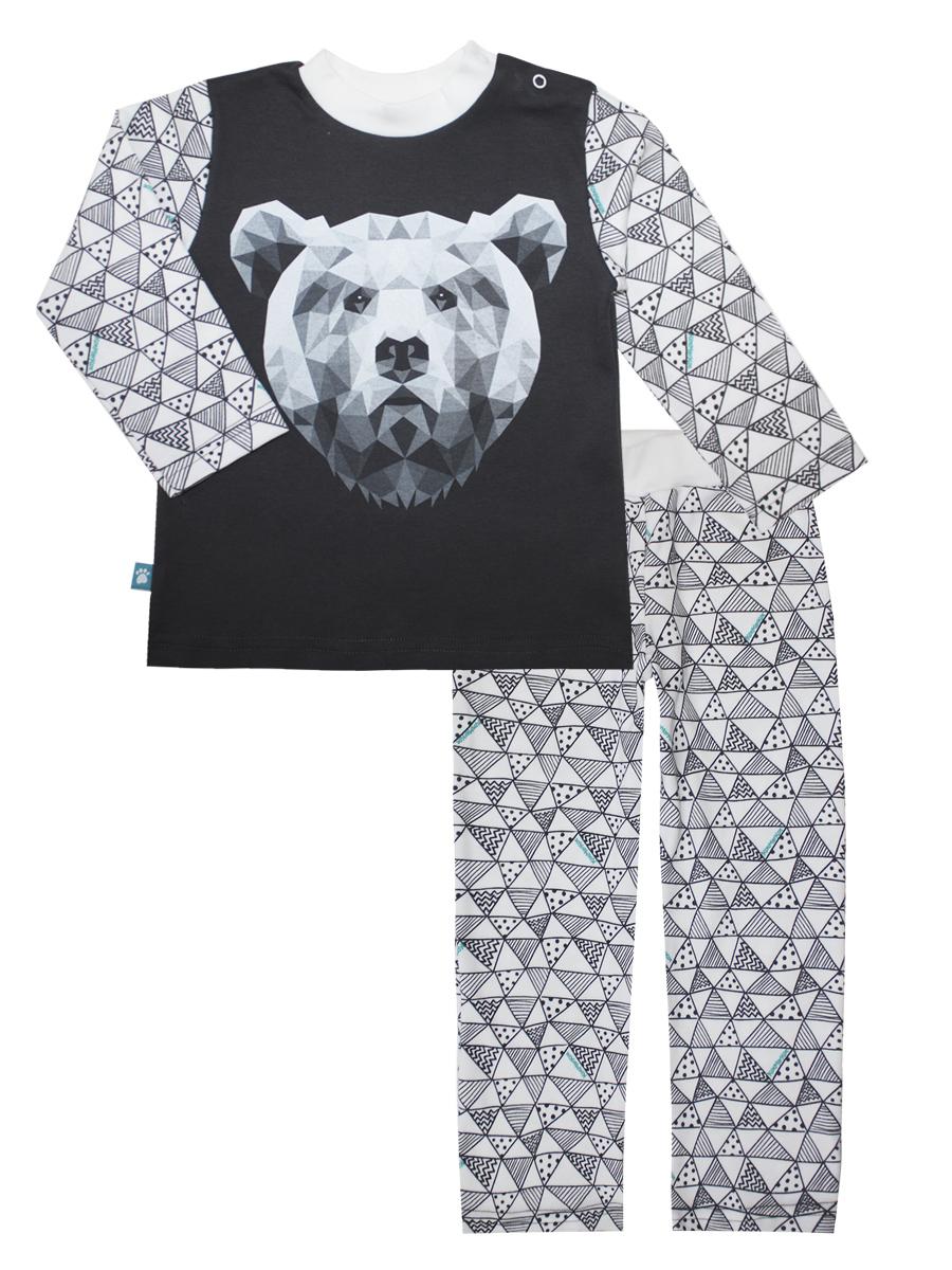 Пижама16673Пижама для мальчика КотМарКот Геометрия включает в себя лонгслив и брюки. Пижама изготовлена из натурального хлопка. Лонгслив с длинными рукавами и круглым вырезом горловины застегивается на 2 кнопки на плече. Модель оформлена крупным принтом с изображением медведя. Свободные брюки с широкой эластичной резинкой на поясе имеют комфортные эластичные швы.