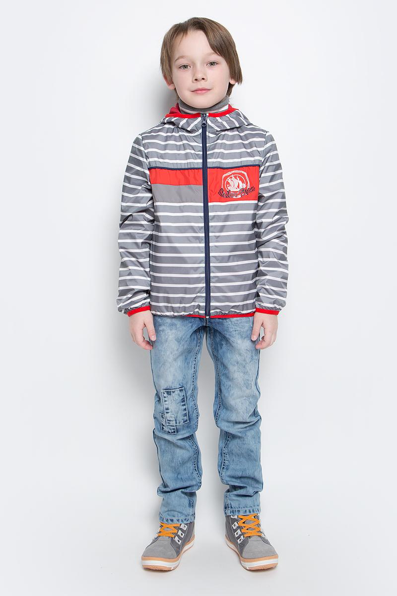 70029_BOB_вар.3Куртка для мальчика Boom! изготовлена из водонепроницаемого полиэстера. Куртка с капюшоном застегивается на пластиковую застежку-молнию. Края капюшона, рукавов и низа куртки отделаны тонкой эластичной резинкой. В боковых швах предусмотрены два прорезных кармана. Модель оформлена оригинальным принтом на груди.