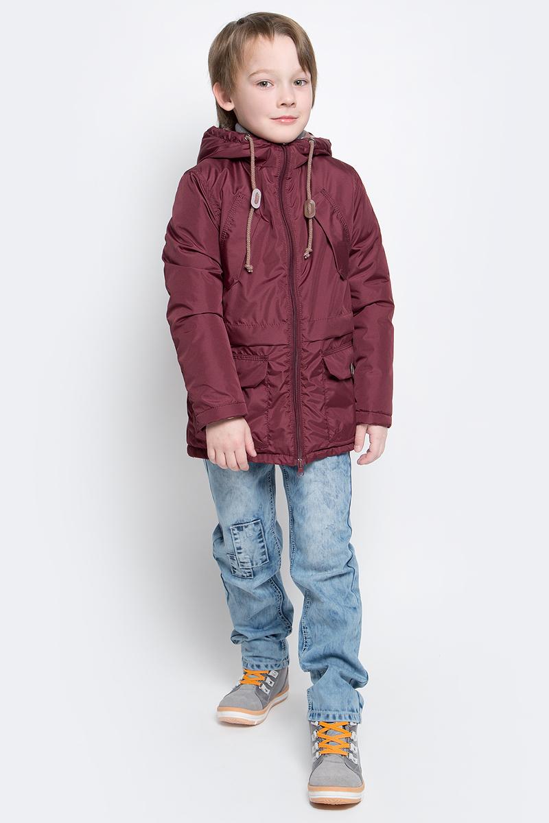 Парка70034_BOB_вар.1Модная куртка-парка Boom! идеально подойдет для вашего мальчика в прохладное время года. Модель изготовлена из 100% полиэстера. Подкладка, выполненная из полиэстера с добавлением вискозы и хлопка, приятная на ощупь. В качестве утеплителя используется синтепон - 100% полиэстер (100 г/м2). Куртка с капюшоном застегивается спереди на застежку- молнию. Капюшон дополнен затягивающимся шнурком. Изделие дополнено спереди двумя накладными карманами с клапанами на застежках-липучках и двумя нашитыми клапанами с имитацией под карманы. Манжеты рукавов дополнены застежками- кнопками. Нижняя часть спинки оформлена фирменной светоотражающей нашивкой, один из рукавов - нашивкой с названием бренда. Такая стильная парка станет прекрасным дополнением к гардеробу вашего ребенка, она подарит комфорт и тепло.